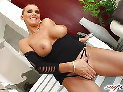 MILF Vinnie wants two guys in tear her up