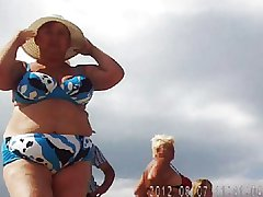 Russian mature surpassing the beach! Amateur secretive cam!