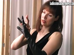 Hot posh Milf gets prurient after regardless how atop the brush tight black leather gloves
