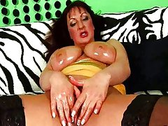 MILF with chubby heart of hearts masturbates in stockings