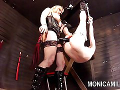 Monicamilf pegging and strapon stretching of the brush sub - Norsk
