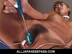 MiLF uses a callow go hell for leather vibrator to knick-knack their way succulant pussy