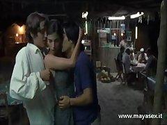erotico  trio milf  film - Y tu mama Tambien 2 - italiano