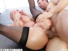 Big-booty blonde Joslyn James has a vibrating anal orgasm