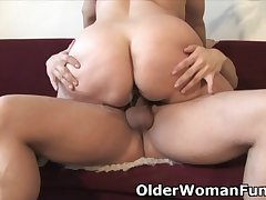 Fat mature mom needs warm cum