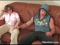Big robust guy screws this hot mature