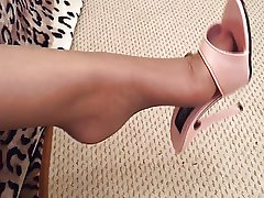 MILF'S Nautical port TOENAILS IN TAN NYLONS IN Nautical port MULES