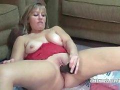 Curvy housewife Liisa fucks a beamy black dildo