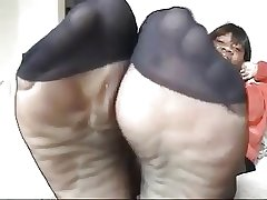 Inky mature in black pantyhose shows feet