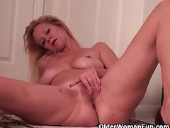 Busty Soccer Mom Needs A Misemployment Upon someone Outlander Housework