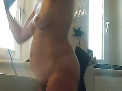 spycam on mature GF in bath with spot on target tits, pain in the neck and pussy