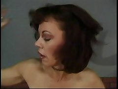 Matured hottie enjoys a banging session