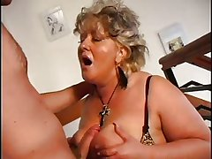 Low-spirited Maw n100 light-complexioned mature bbw give a young man