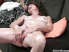 Saggy granny finger fucks her perishable pussy