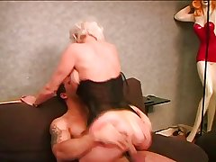 Mature woman takes it in their way pock-marked pussy