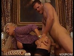 Grown up blonde fucks their way scrounger - Free Porn Videos - YouPorn