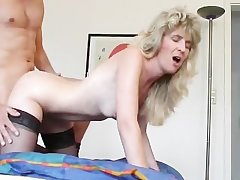 Blonde Mature takes cumshot with gum in your frowardness