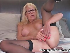 Blonde milf Bianca finger fucks their way matured pussy