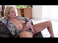 Alone mature brit babe Lady Sonia