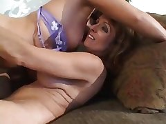 MATURE Cookie WITH YOUNGER GIRLS 9.3...usb