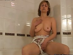 Mature catholic bathtub dildoing