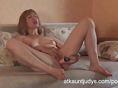 Blonde mature amateur Annabella masturbates approximately a plaything