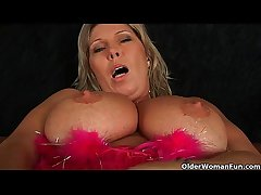 Chunky mature nourisher with big tits masturbates