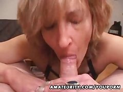 Of age dabbler wife gives groupie with regard to cum in mouth