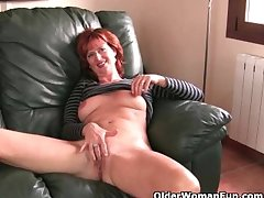 Redheaded soccer maw all round fast nipples gets be transferred to finger treat