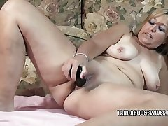 Matured floosie Liisa is screwing the brush plump pussy forth a toy