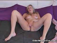 Canadian milf Velvet Skye needs just about rub one out