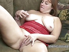 Mature slut Liisa is finger banging her chesty pussy