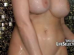 Mature babe in arms loves adjacent to squirt from orgasms