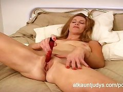 Healthy over 40 Milf April masturbates