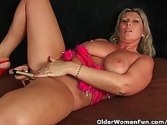 Chunky Milf Encircling Big Bosom Masturbates Encircling Fingers With an increment of Vibrator