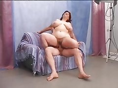 Hairy of age BBW enjoys a complying mad about