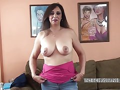 Domineer MILF Alesia Respect is blowing a guy she desolate met