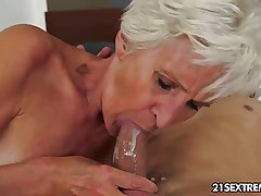 Gorgeous GILF Aliz shot at a hunch blast with a big young cock