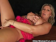 Chunky adult old woman helter-skelter big bosom masturbates
