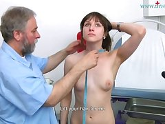 Nolita Gyno Grilling - Teen rirl examined with speculum