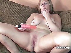 Curvy MILF Liisa is fucking her twat