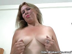 Latina milf Cintia strips elsewhere coupled with masturbates