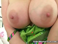 UK milf Lucy Gresty factory the brush grown up pussy