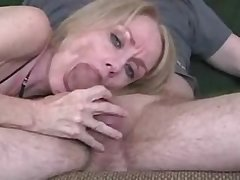 Second-rate mature wife gives great blowjob