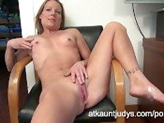 Alyssa Dutch fingers her snatch
