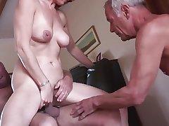 Inexpert mature cuckold threesome