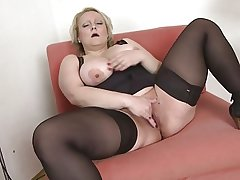 Hot mature with obese ass and natural tits