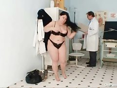 Big gut fat mom Rosana gyno water down examination