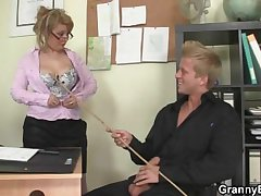 Hot meeting sex with venerable mature hooker