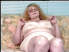 Redhead-BBW-Granny close by Glasses Dildoing